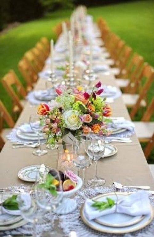 Como decorar una boda campestre for Arreglos de mesa para boda en jardin