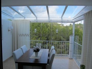 terraza-con-cortinas-de-cristal