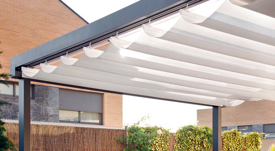 Lo que necesitas saber antes de instalar un toldo for Toldos de vela para terrazas