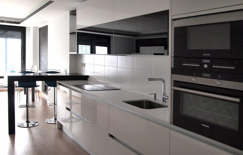 Cocinas funcionales y modernas cocinas ergonmicas with for Cocinas italianas equipadas