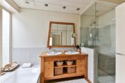 mueble baño color madera