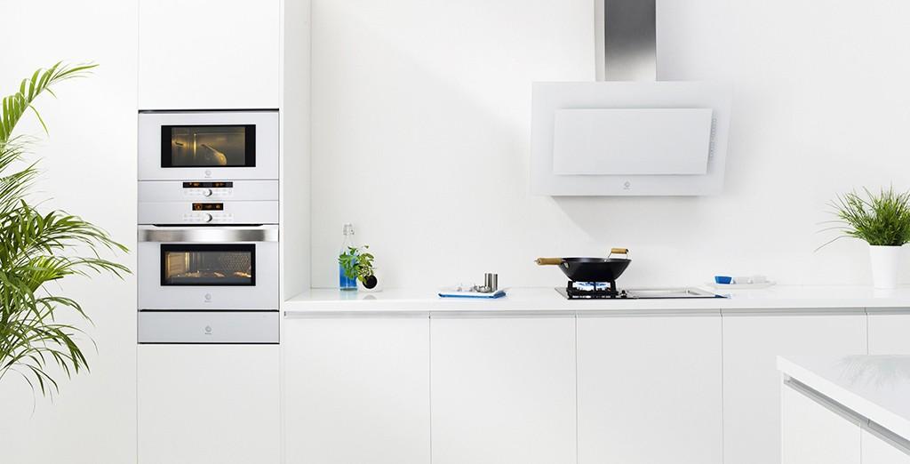 Los electrodom sticos de cristal son tendencia estilos for Cocinas completas con electrodomesticos