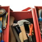 ¿Qué debe tener una caja de herramientas?