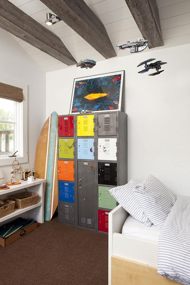 taquilla metálica en dormitorio infantil