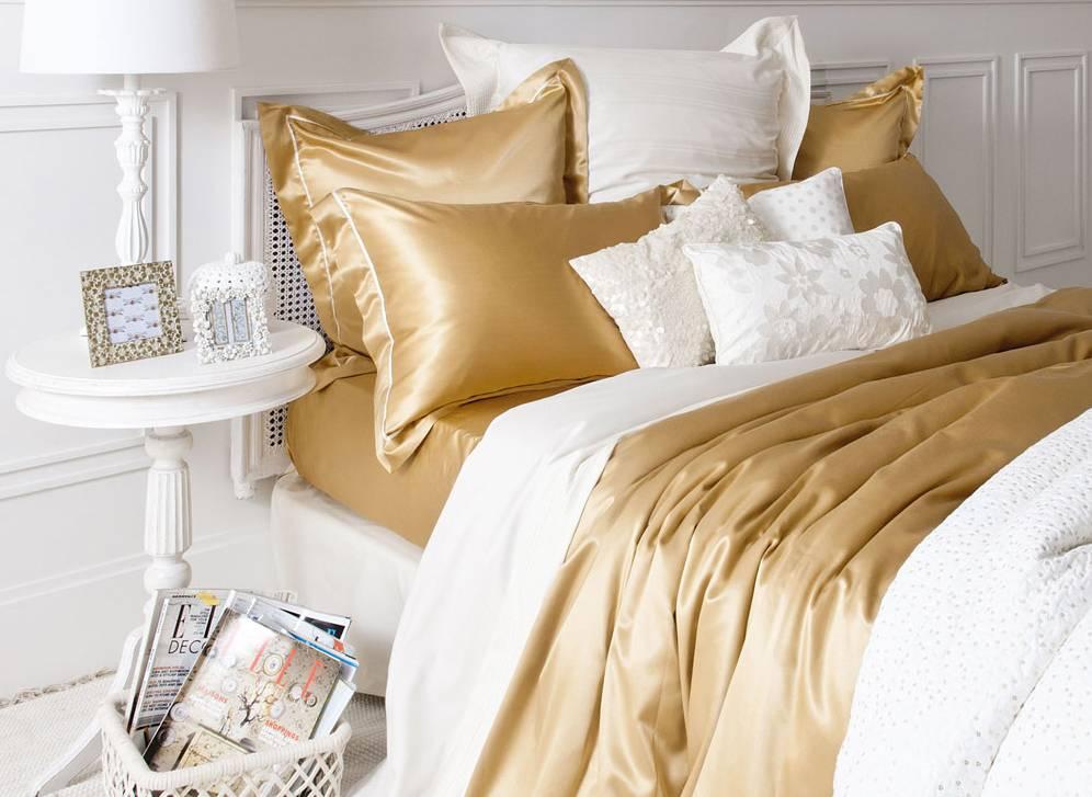 sábanas de seda dorada