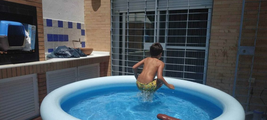 piscina hinchable instalada terraza
