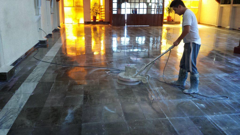 Máquinas pulidoras que dejan los pisos como nuevos y limpios