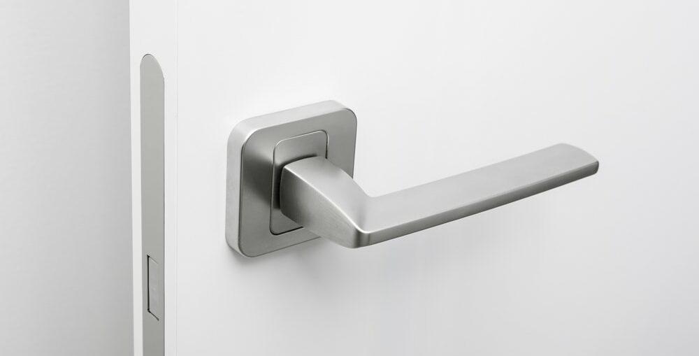puerta de paso tirador