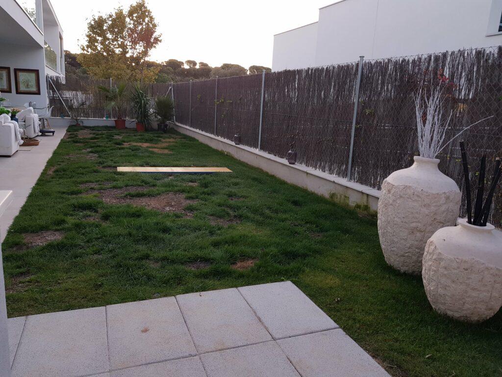 Antes de instalar césped artificial en una terraza