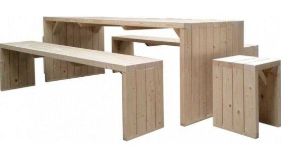 Mesa de madera con bancos incorporados